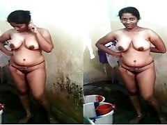Today Exclusive- Sizzling Bhabhi Bathing