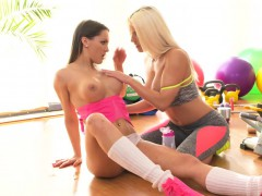 Busty lesbians gapping within reach be transferred to gym