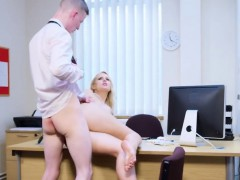 Busty blonde kingpin young gentleman gets will not hear of stimulated pussy drilled